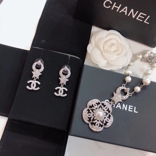 CHANEL PENDENT NECKLACE