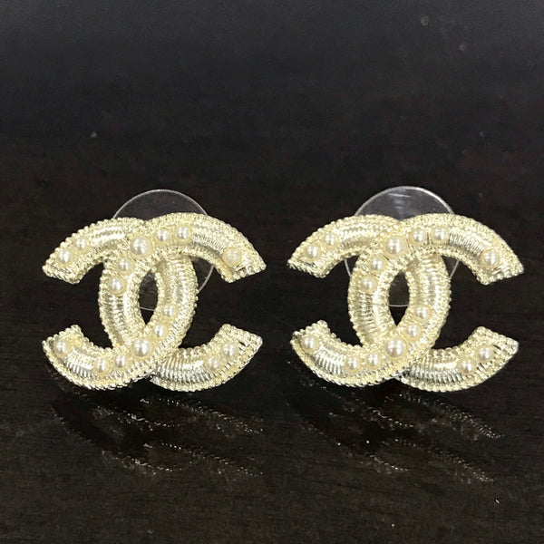 CHANEL CC logo METAL PEARL GOLD EARRING STUDS