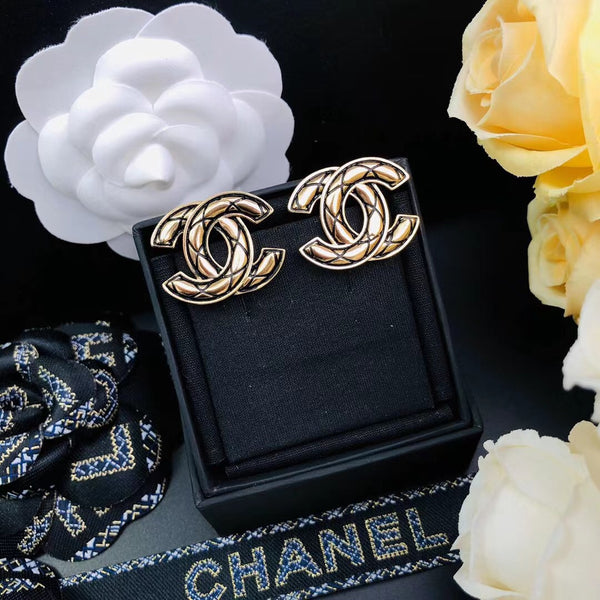 CHANEL EARRING STUDS QC