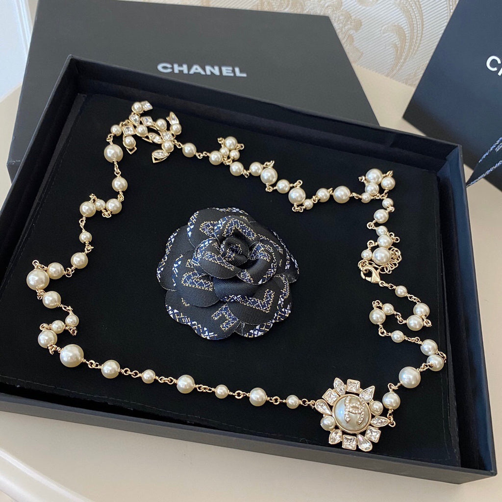 Chanel Sunflower Long Pearl necklace