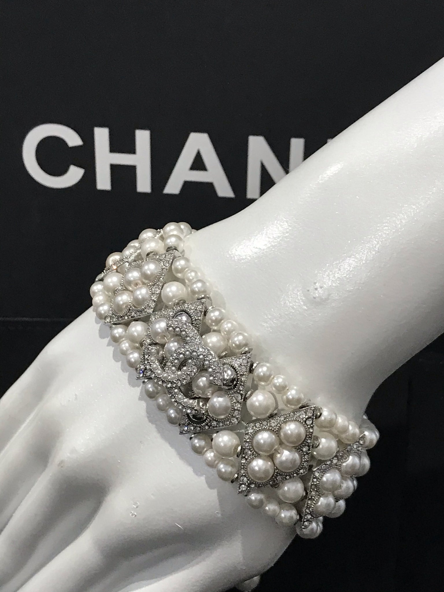 CHANEL PEARL BELT NECKLACE