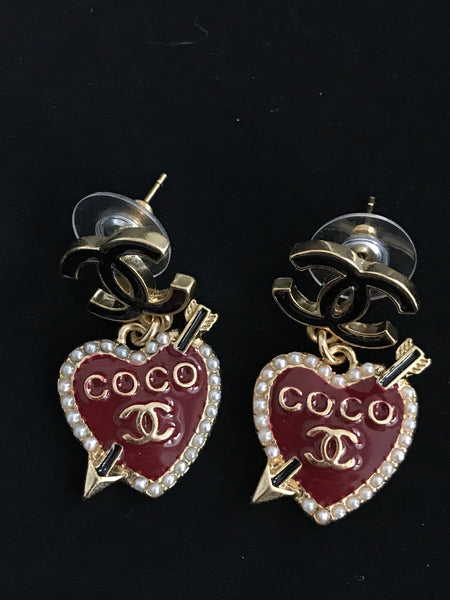 CHANEL CO CO CHANEL Vintage Cupid Arrow Heat Dangle Earrings