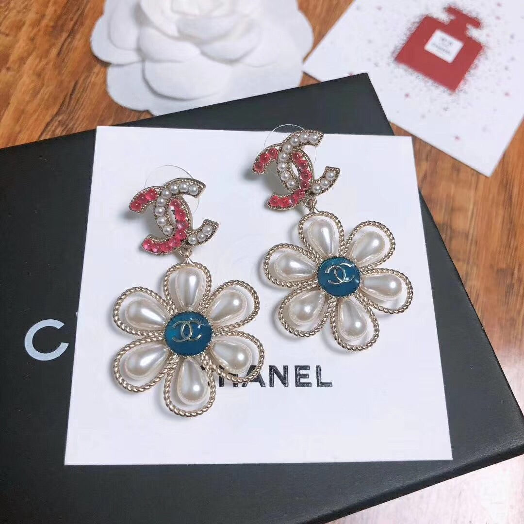 CHANEL PEARL EARRINGS 2017 CAMELLIA