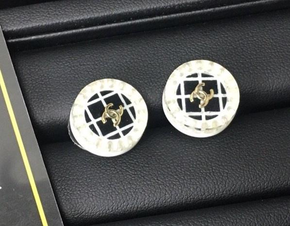 Chanel earring studs round