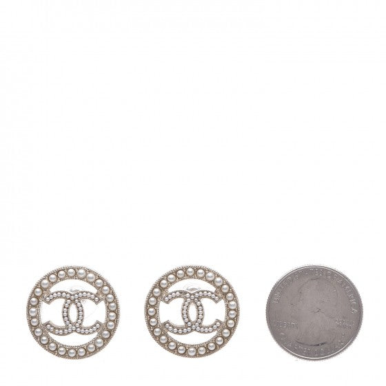 CHANEL PEARL BUTTON EARRING STUDS round