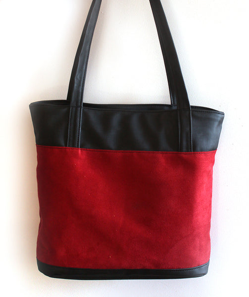 Classic red tote bag with zipper closer. Vegan bag by Petrushka studio
