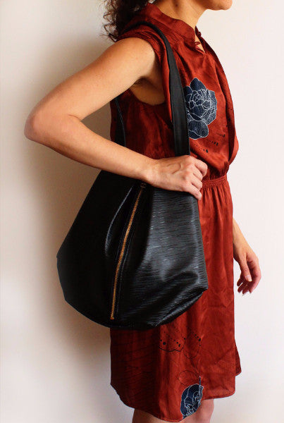 ROME tote, shoulder bag for everyday made of vinyl with plastic texture - Petrushka Studio - 2