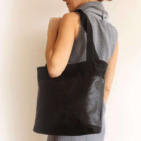 Classic black tote bag with zipper closer. - Petrushka Studio - 1
