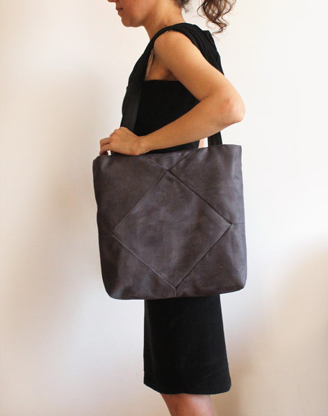 Elegant gray tote bag with zipper for your everyday - Petrushka Studio - 3