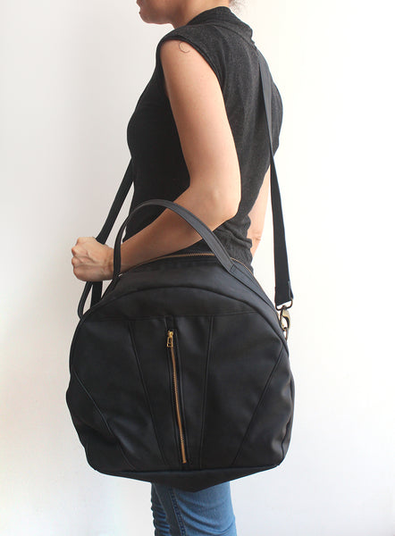 LARGE TOULOUSE BAG, Black weekender bag. Vegan crossbody bag by Petrushka studio