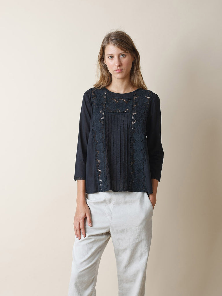 Black Round Collar Cotton Lace Shirt