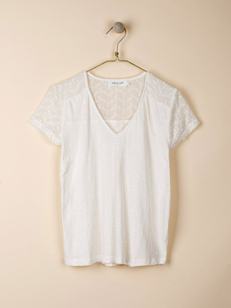 White Embroidered Yoke V-Neck Camiseta T-Shirt