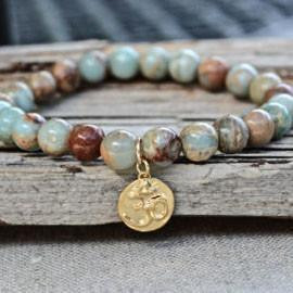 Gold Om charm bracelet in blue and brown