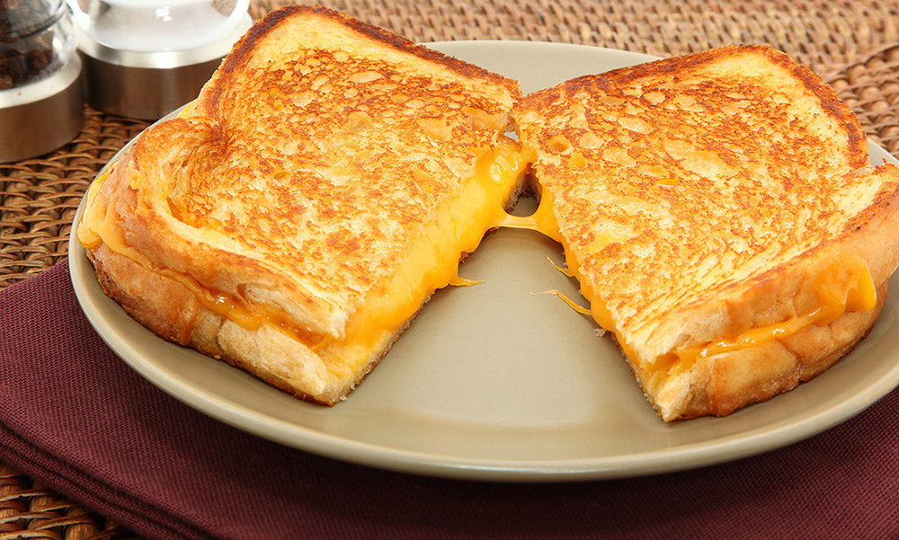 Grilled-cheese-sandwich-with-bacon-seasoning