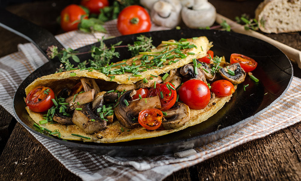 Omelette-with-mushrooms-tomatoes-and-bacon-seasoning