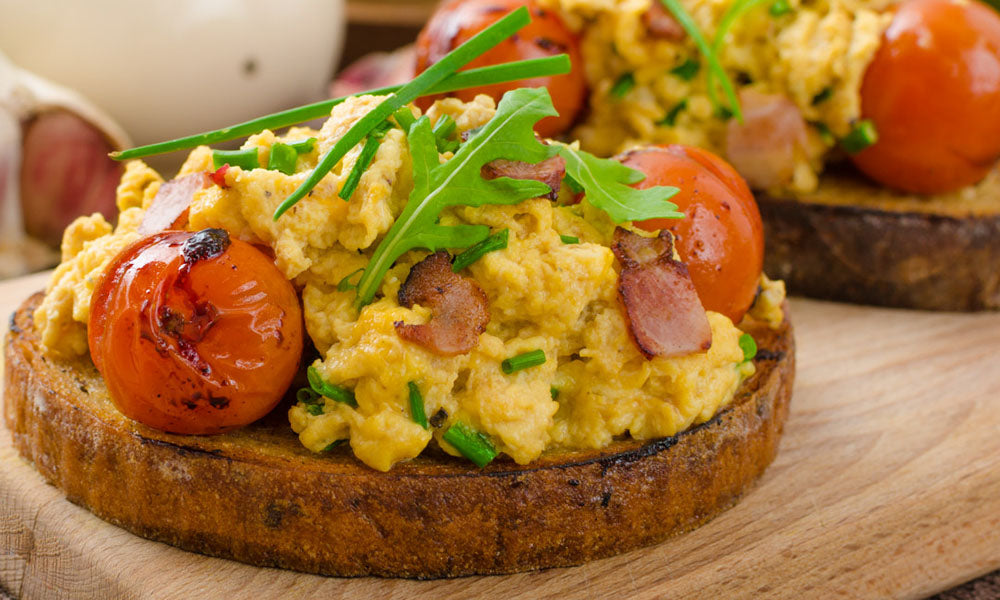 Scrambled-eggs-with-bacon-seasoning