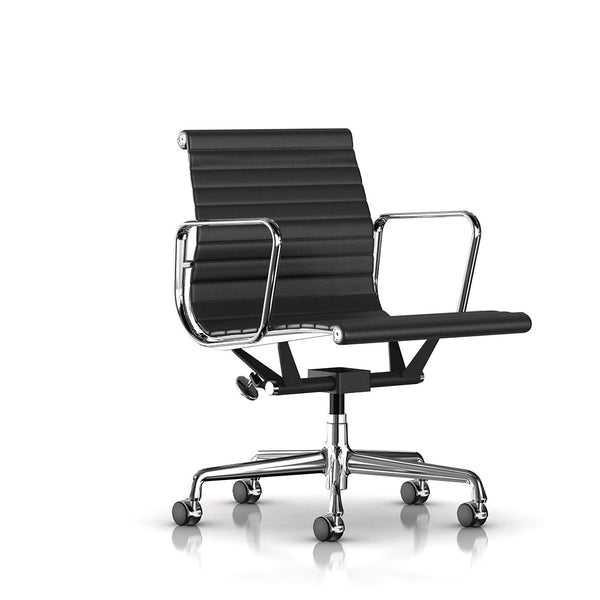 Eames® Aluminium Group Management Chair - Herman Miller - Open Room