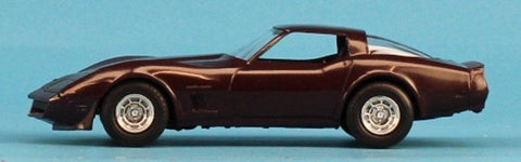 AMT 1:25 1:24 1982 Corvette Dark Claret Built Model #5-8273 N/A AMT