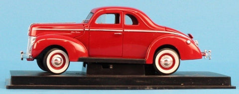 OEM 1:19 1940 Ford Deluxe Coupe Red on Display Base Built Model U N/A OEM_Brand