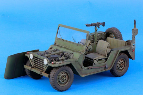 Verlinden Built 1:16 120mm M151 Ford MUTT w/ Engine Original Display #VPB985 N/A Verlinden Productions