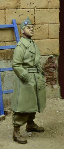 D-day Miniature 1:35 US Para Officer in Trench Coat German 1945 Figure Kit 35078 N/A D-day Miniature