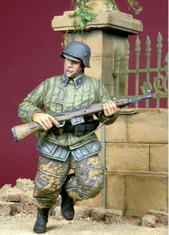 D-day Miniature 1:35 Running WSS Grenadier in Telogreika 1943-45 - Resin #35051 N/A D-day Miniature