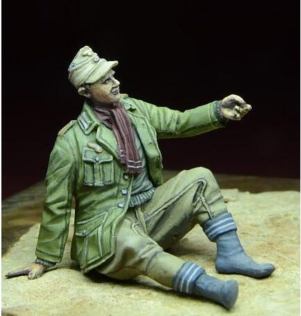D-day Miniature 1:35 Afrikakorps POW North Africa 1941-43 - Resin Figure #35057 N/A D-day Miniature