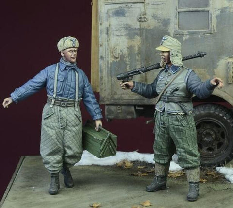D-day Miniature 1:35 WWII Luftwaffe Ground Crew Winter 1942-45 Two Figures#35070 N/A D-day Miniature