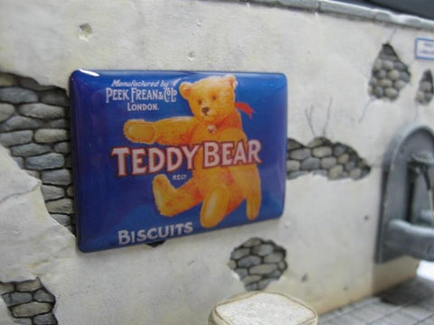 Reality In Scale 1:35 Real Enamel SIgn Teddy Bear Biscuits - 49X34mm #SIGN06 N/A Reality In Scale