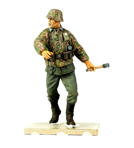 Verlinden Built 1:16 120mm Waffen-SS Throwing Grenade Original Display #VPB1029S N/A Verlinden Productions