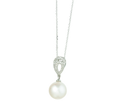 14k White Gold Diamond and Pearl Necklace