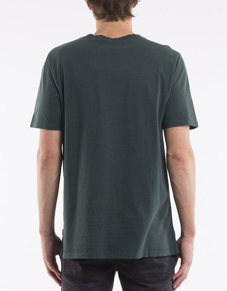 SILENT THEORY - A relaxed fit tee green