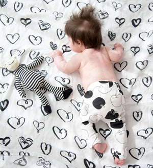 BAMBOO SWADDLE | BLACK HEARTS - Cooper's Crib