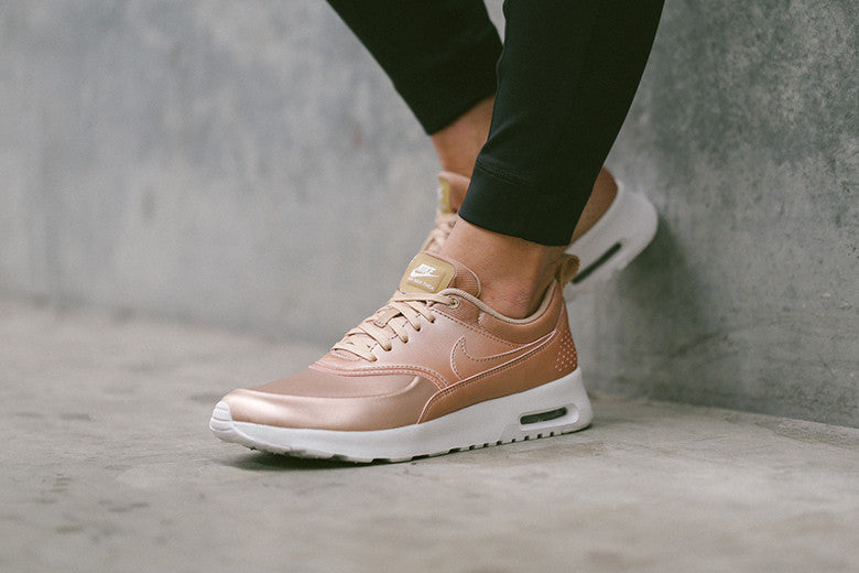 Online WMNS Nike Air Max Thea SE Metallic Red Bronze White 861674 902 Classic Sneakers Women's Men's Running Shoes