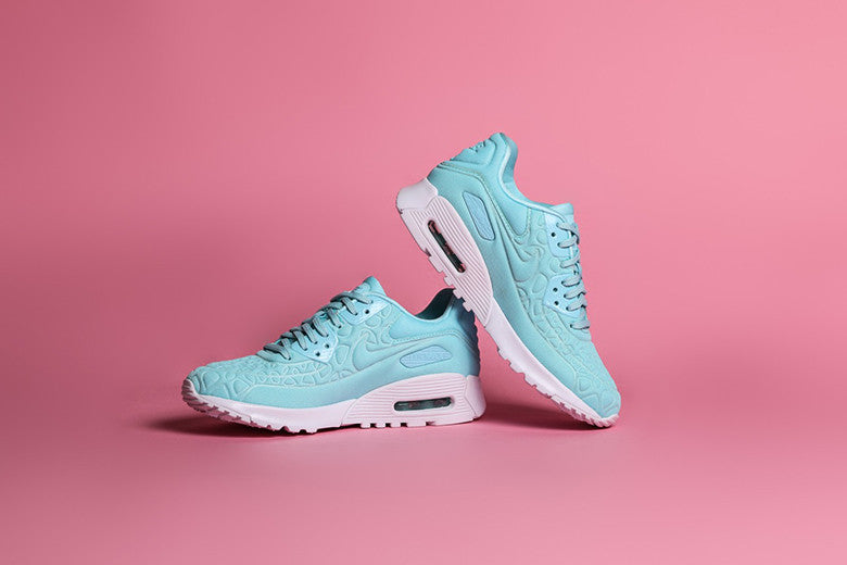 Nike Women's Air Max 9O Ultra Plush