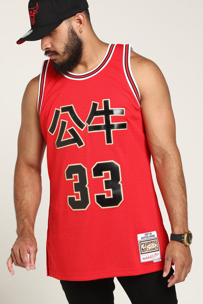 e247e321559 Mitchell   Ness Chicago Bulls Scottie Pippen  33 Chinese NY Jersey Red –  Culture Kings