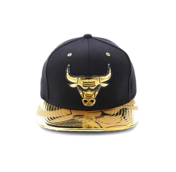superior quality 3aec5 22f14 Mitchell   Ness Chicago Bulls Gold Standard Snapback Black Gold – Culture  Kings