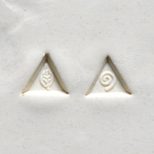 MKM Tools Sts5 Small Triangle Stamp - Leaf and Swirl