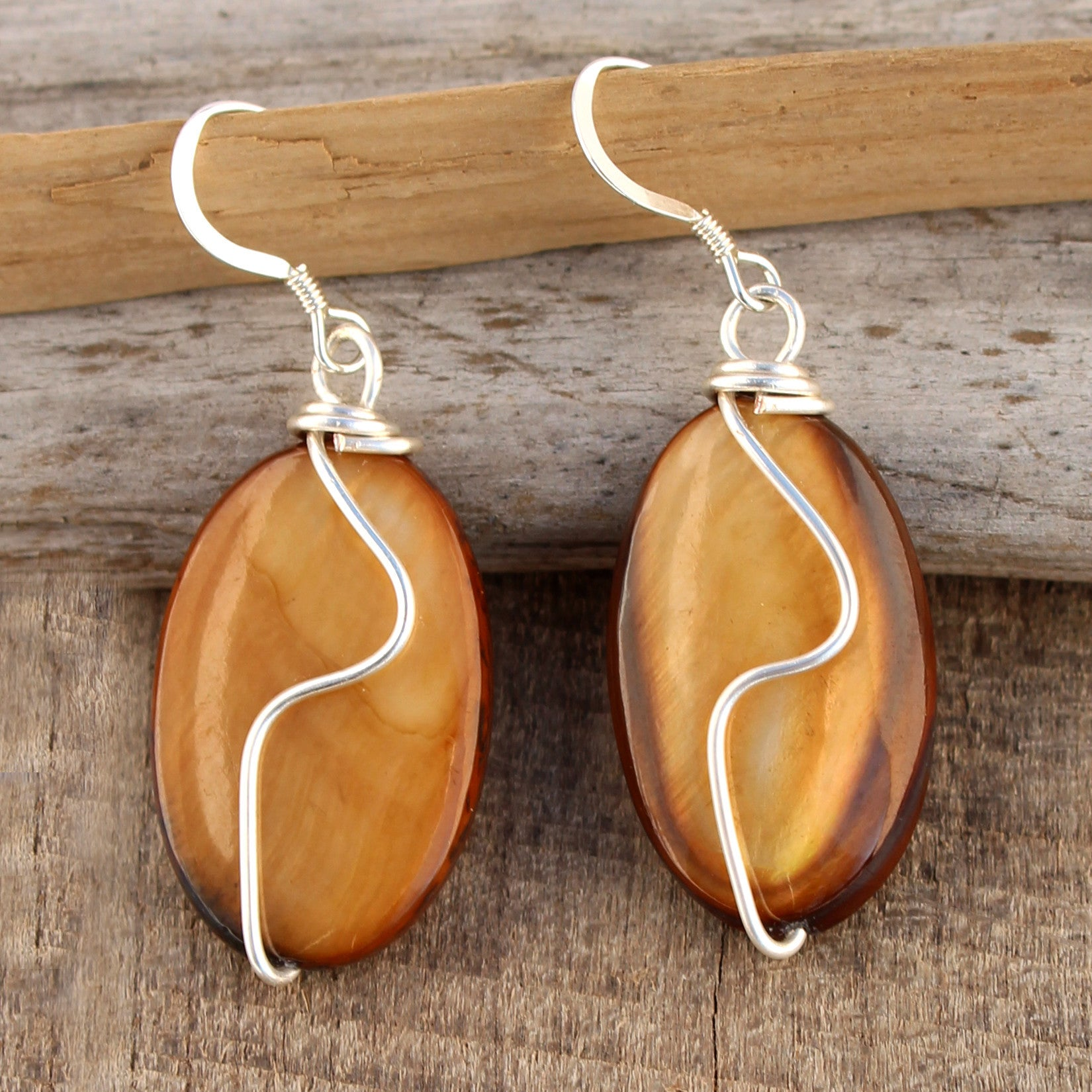 Shell Squiggle Earrings - Brown