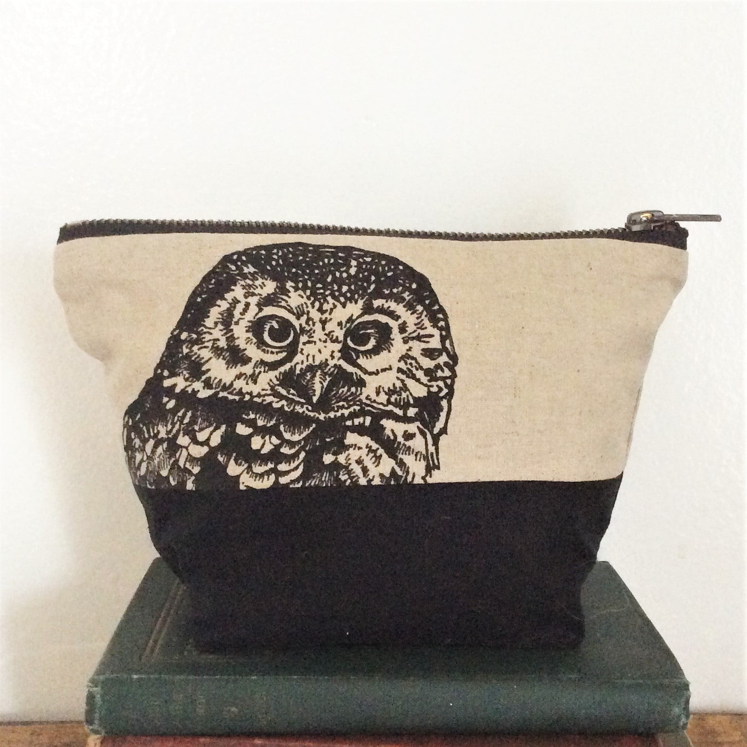 Wildlife Illustration Travel/Wash Bag - Owl