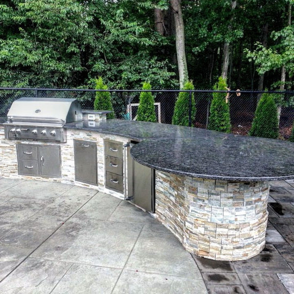 OUTDOOR KITCHEN WITH ROUND 75