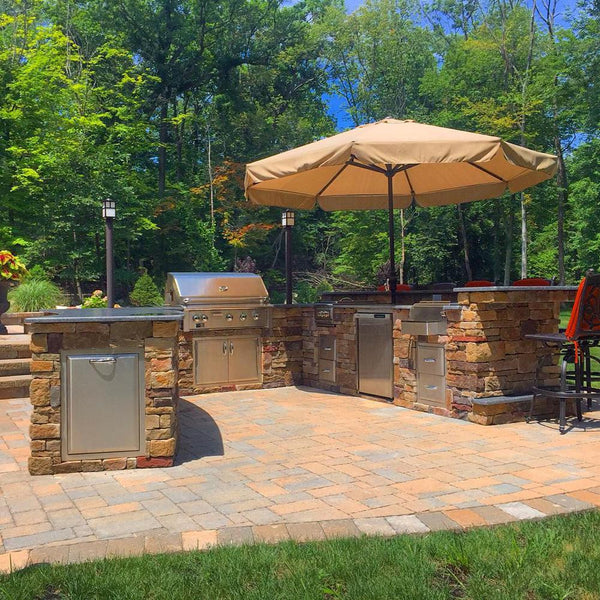 EASY OUTDOOR KITCHEN WITH SEATING FOR 8