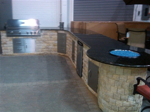 SMALL OUTDOOR BBQ PATIO