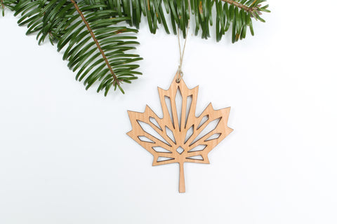 Maple Leaf Ornament *NEW*