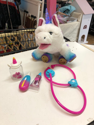 Rainglow Unicorn Vet Set