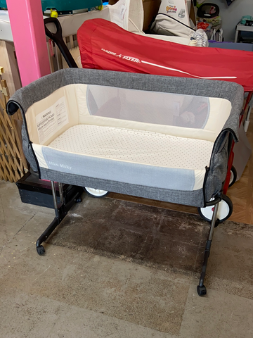 Mika Micky Adjustable Height Bedside Sleeper Bassinet