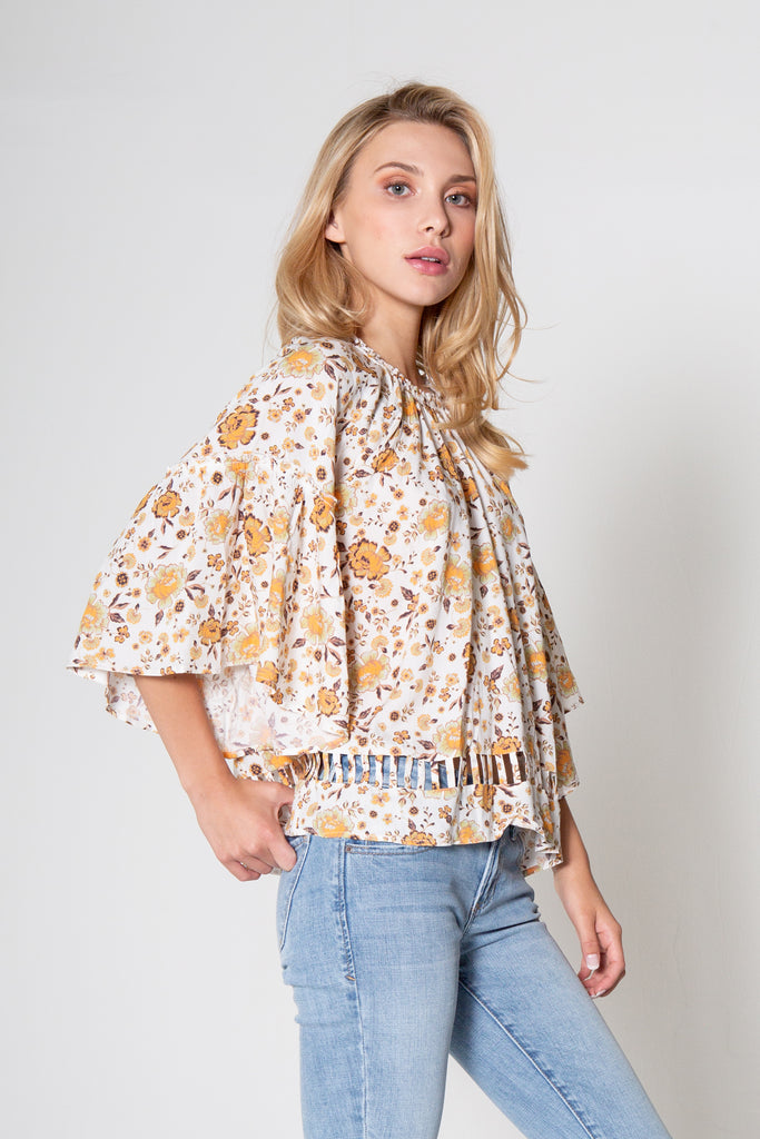LEANDRA TOP IN OUTDOOR MEADOW