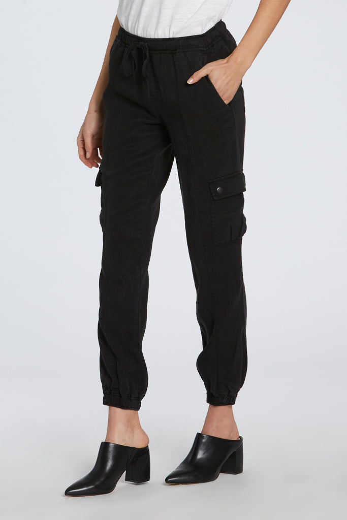 "9"" MID RISE JAELYN JOGGER IN BLACK"