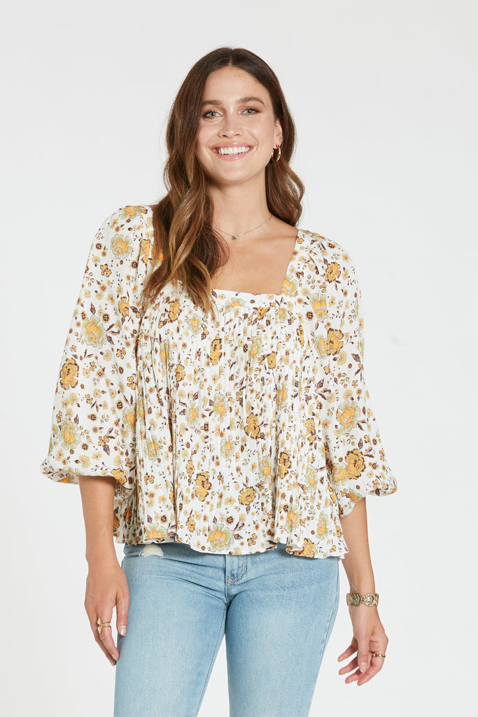 BRIELLE TOP IN OUTDOOR MEADOW