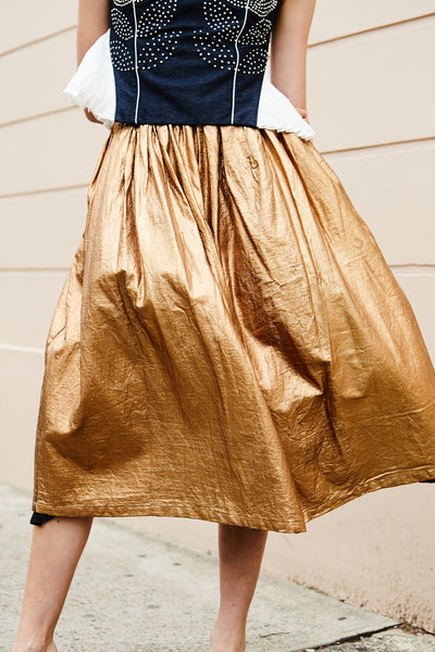 PLEATED SKIRT, GOLD LAMINATED - SAAKI